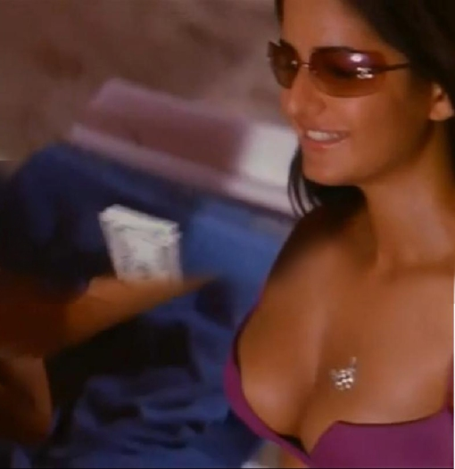 KAtrina kaif hot spicy bikini kiss scene from movie boom (6 ...
